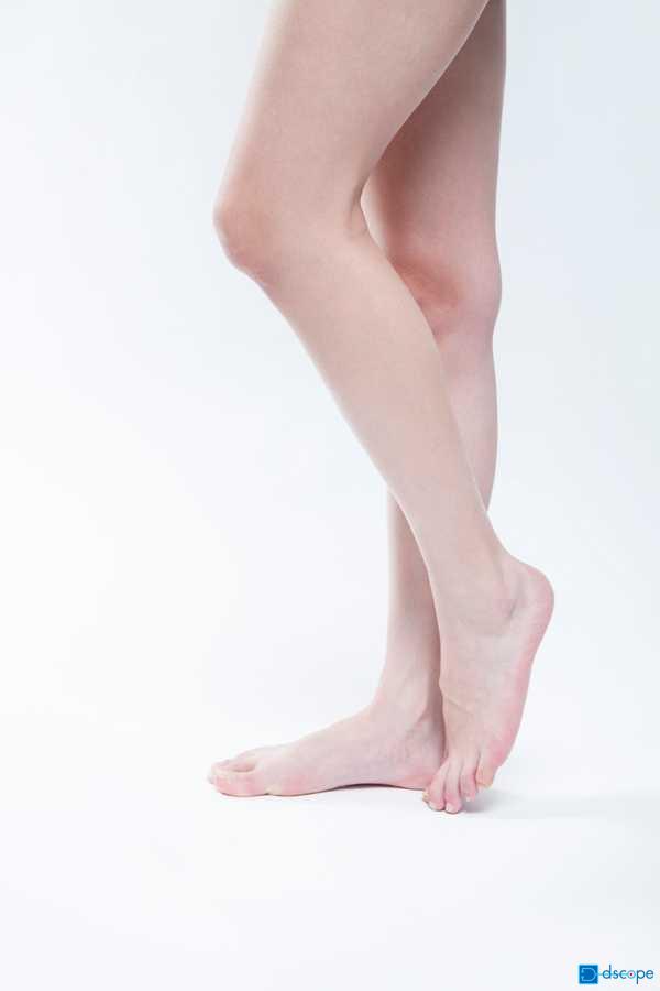 足の表面の血管が凸凹している