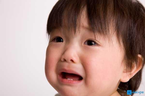 イクメン赤ちゃん泣き顔 (1)
